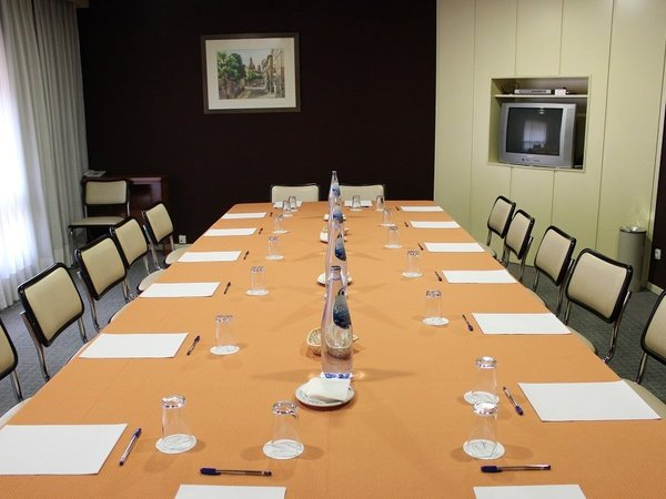 Rosales meeting room hotel faranda florida norte madrid